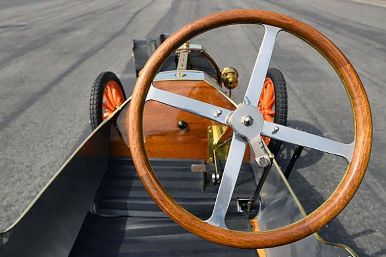 Интерьер Bugatti Type 10