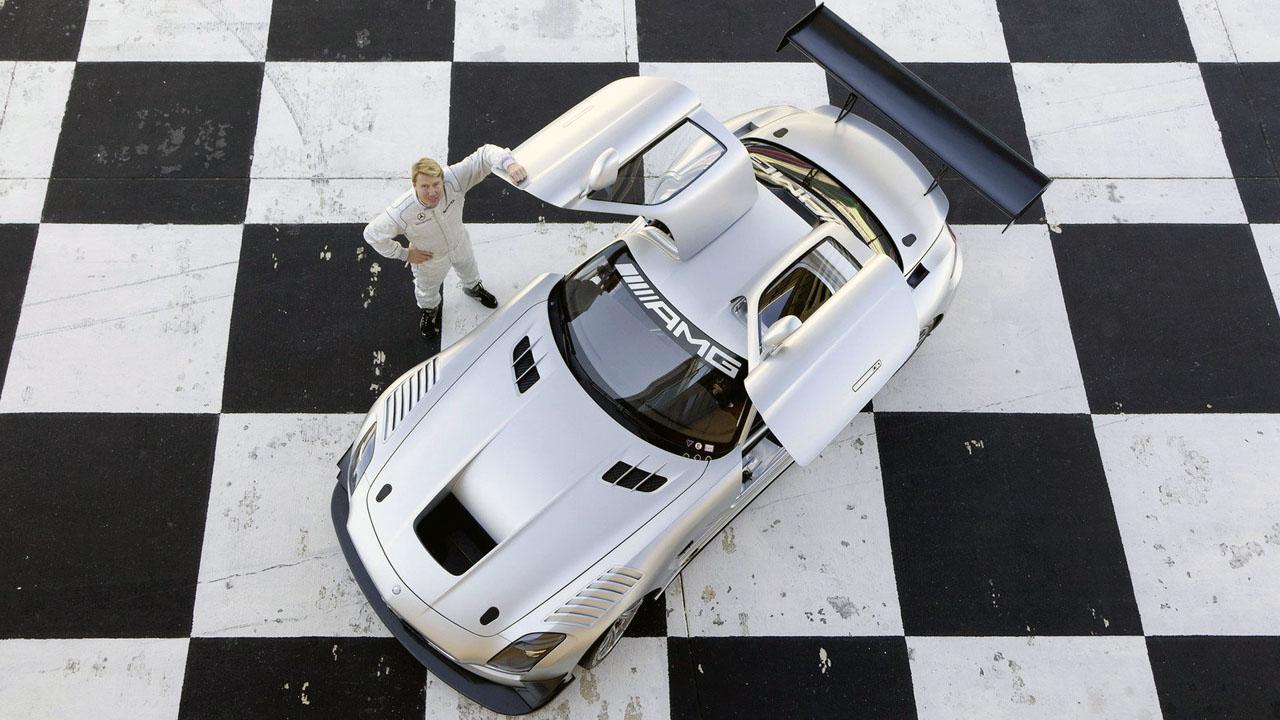 Мика Хаккинен возле Mercedes SLS AMG GT3