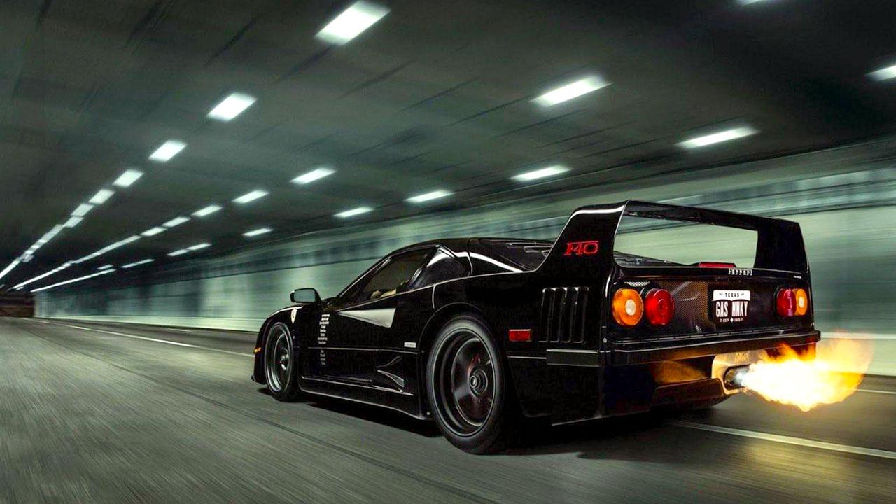 Черная Ferrari F40